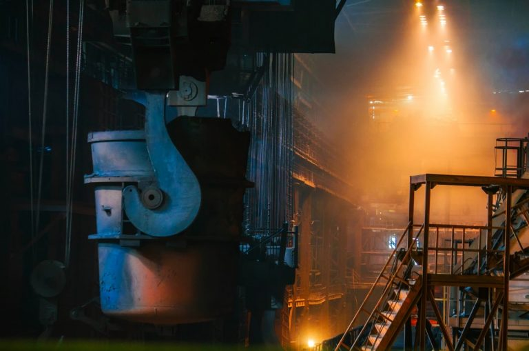 steel_manufacturing_molten_hot_inside_interior_factory_plant-1376074.jpg!d